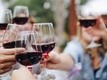 kelsey knight udj2tD3WKsY unsplash 360x270 - Vælg en god vin til dit middagsselskab