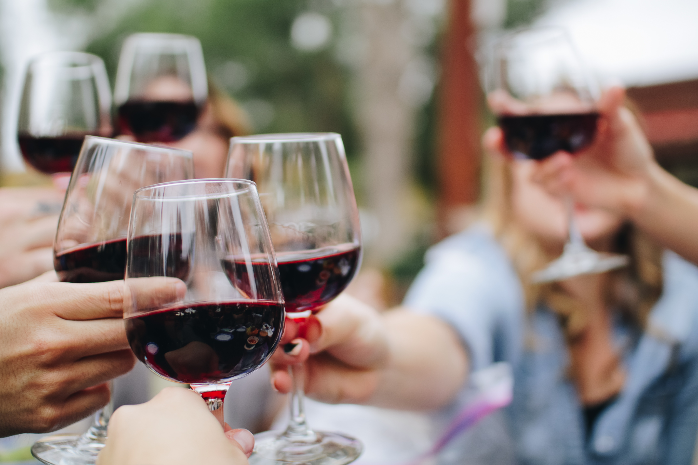kelsey knight udj2tD3WKsY unsplash - Vælg en god vin til dit middagsselskab