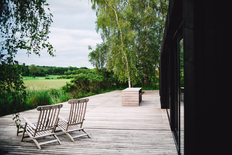markus spiske 1LdQZ4dDmrg unsplash - Moderne solsenge til din terrasse