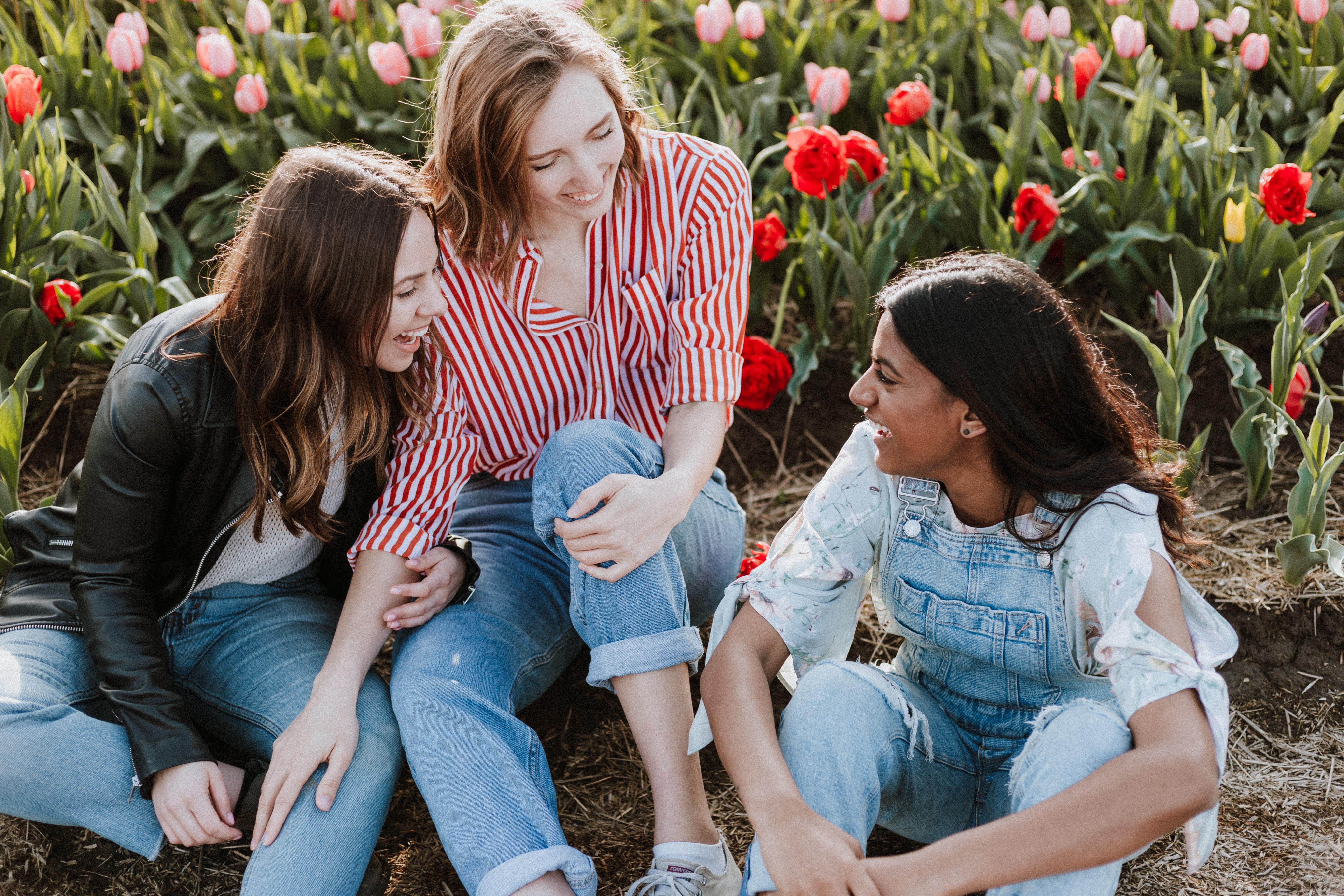 priscilla du preez gYdjZzXNWlg unsplash - De perfekte jeans til den stilbevidste kvinde