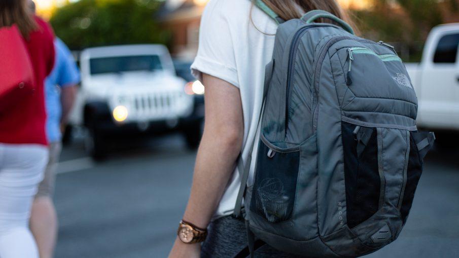omar roque z5ncx9p6AvM unsplash 905x509 - Rygsække og skoletasker med god plads