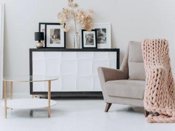 pexels mikhail nilov 6707628 360x270 - Skal du i gang med at indrette din stue?
