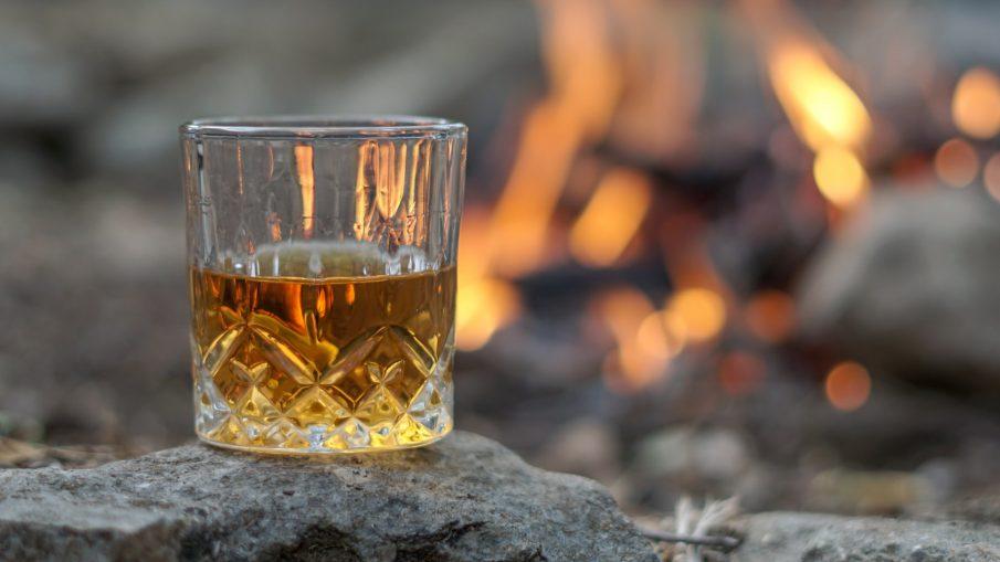 thomas park 4aWCVJA2uSo unsplash 905x509 - Glæd en du har kær med portvin eller whisky