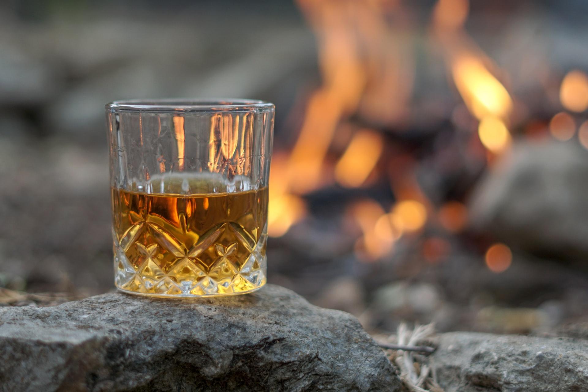 thomas park 4aWCVJA2uSo unsplash - Glæd en du har kær med portvin eller whisky