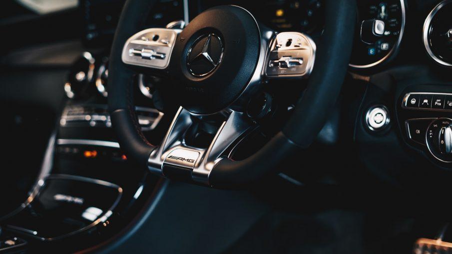 ambitious creative co rick barrett YzpnPiEVk3k unsplash 905x509 - Drømmer du om en Mercedes?