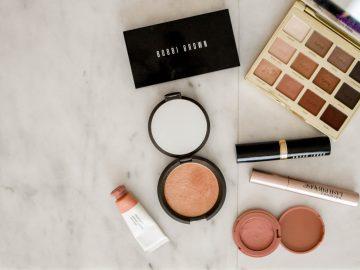 element5 digital ceWgSMd8rvQ unsplash 360x270 - 8 produkter, du ikke kan undvære i makeup-tasken