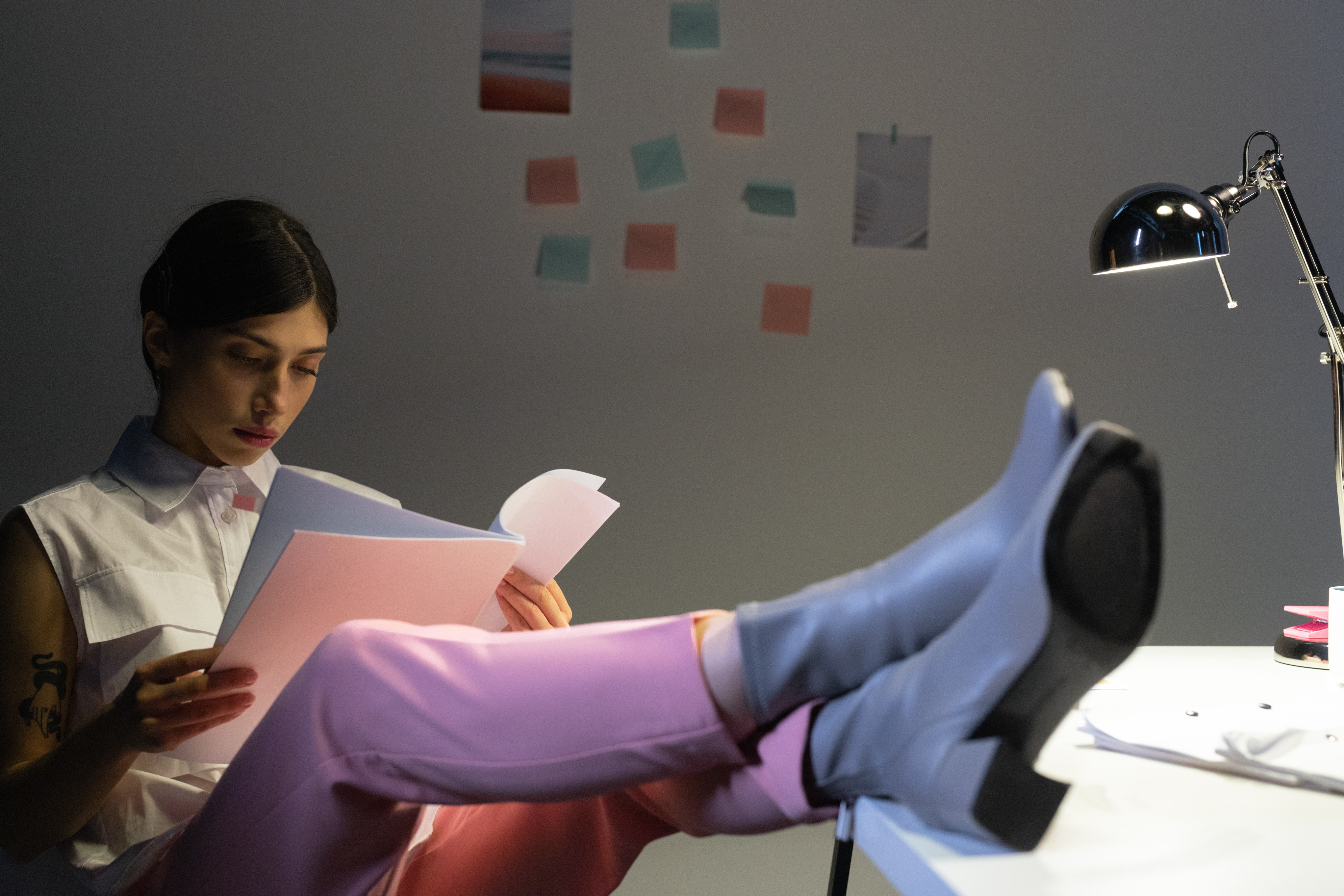 pexels cottonbro 9063381 - Stilfulde sko til arbejdspladsen